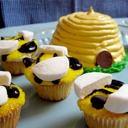 Buzz-worthy Bee Cupcakes and Hive